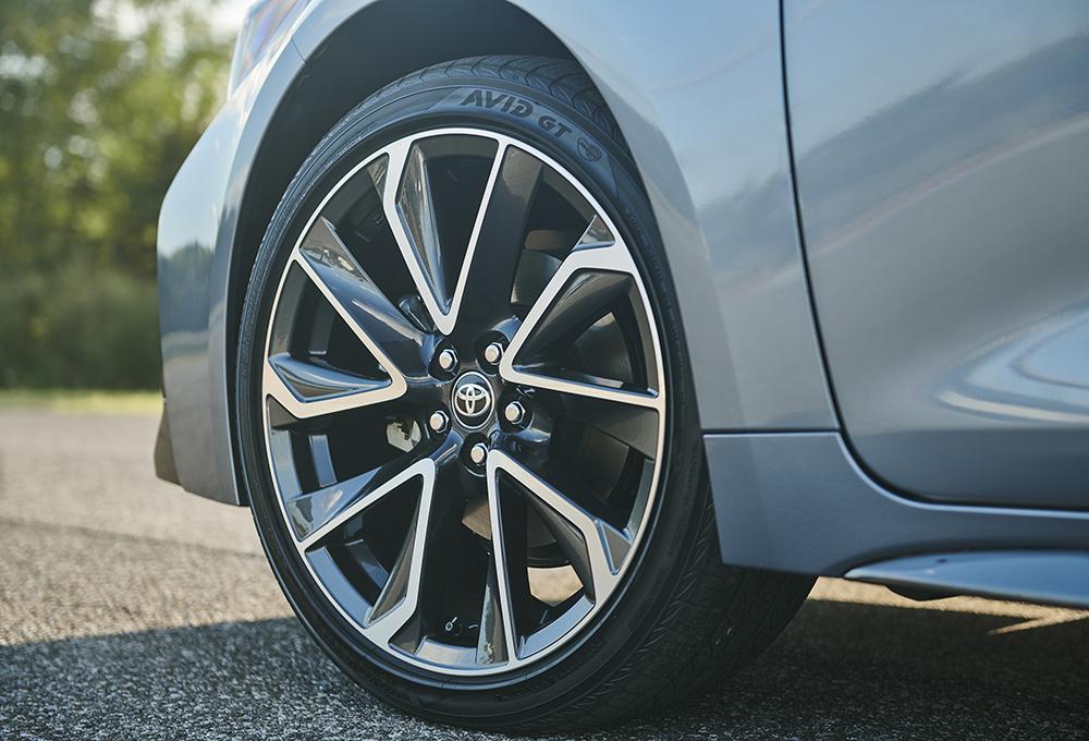 2020-toyota-corolla-sedan_18-in-wheel